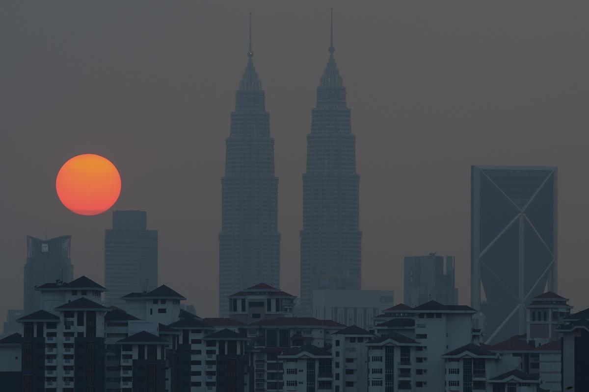 twin-towers-haze-malaysia-mohd-rasfan-AFP - palm oil