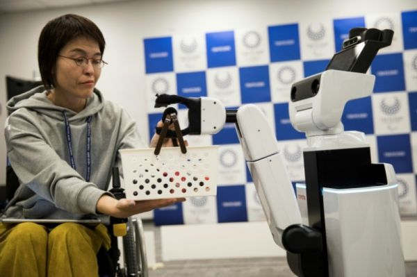 chatty robots2-AFP - robots