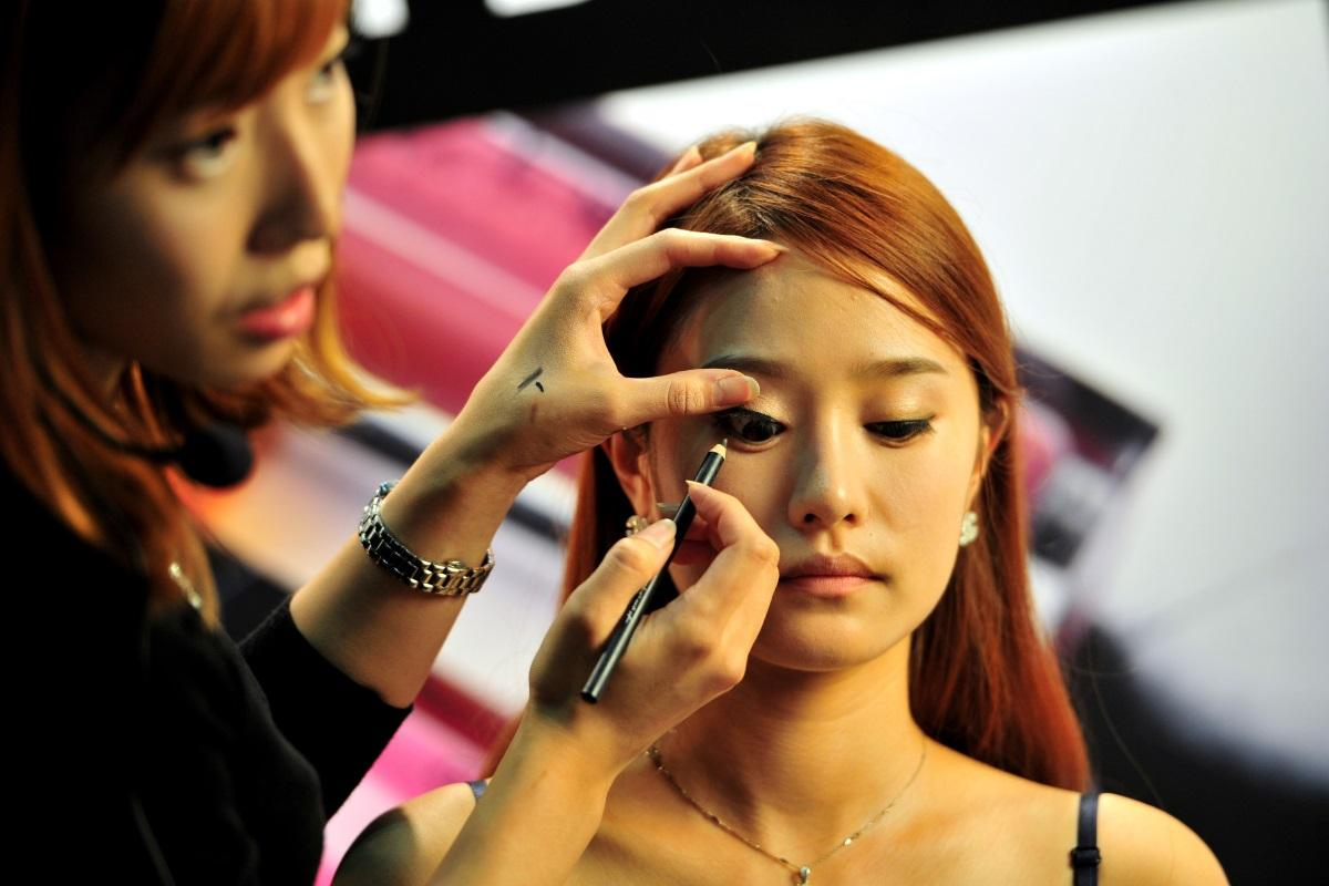 South Korean Women Are Trashing Their Makeup to Rebel Against Beauty Standards