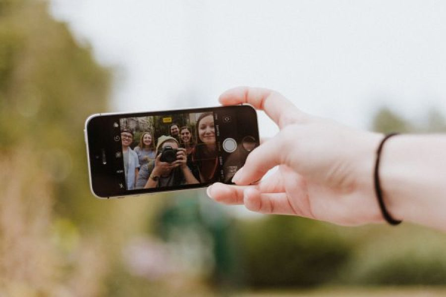 "What You Need to Know About the ""Selfie Economy"""